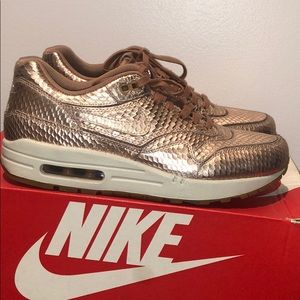 Gently used Women's Nike Air Max Cut Out PRM